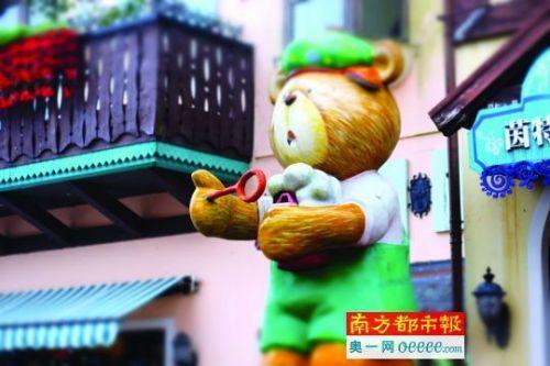 东部华侨城内出现大量动漫造型。