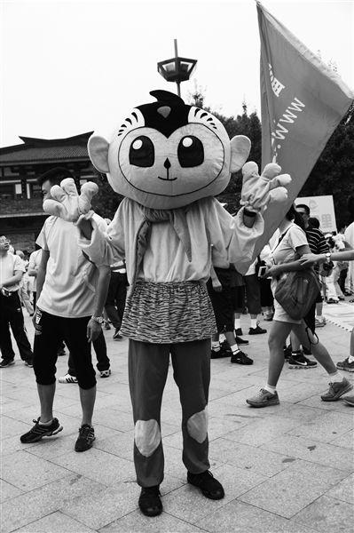 第五届国际(杭州)毅行大会动漫方阵约你一起搞怪