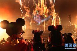 迪士尼庆祝著名动漫形象米老鼠90岁生日