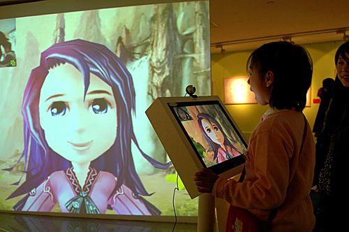 首届中国动漫艺术大展吸引众多观众。新华社发(李文明 摄)